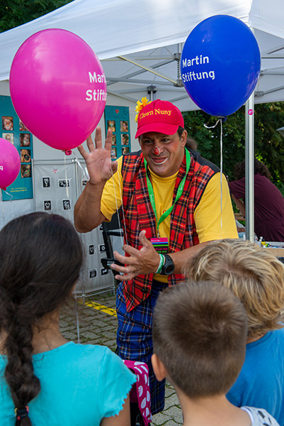 Clown Nuny hält immer viele Überraschungen beim Kinderprogramm des Herbstfests parat.