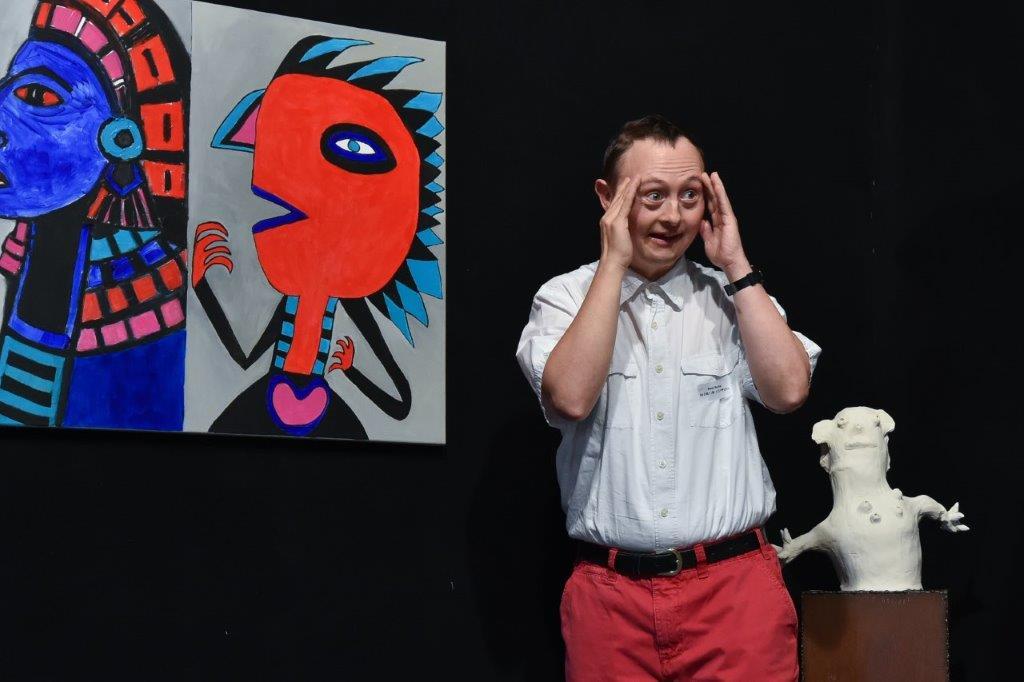 Beat Bucher bei der Vernissage seiner Bilder in der Kulturschiene Herrliberger-Feldmeilen
