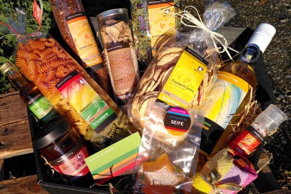 Geschenkkorb im Feinen Martin mit Eigenprodukten der Martin Stiftung