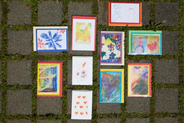 In den Ateliers der Martin Stiftung werden kreative Grusskarten für viele Anlässe gestaltet.