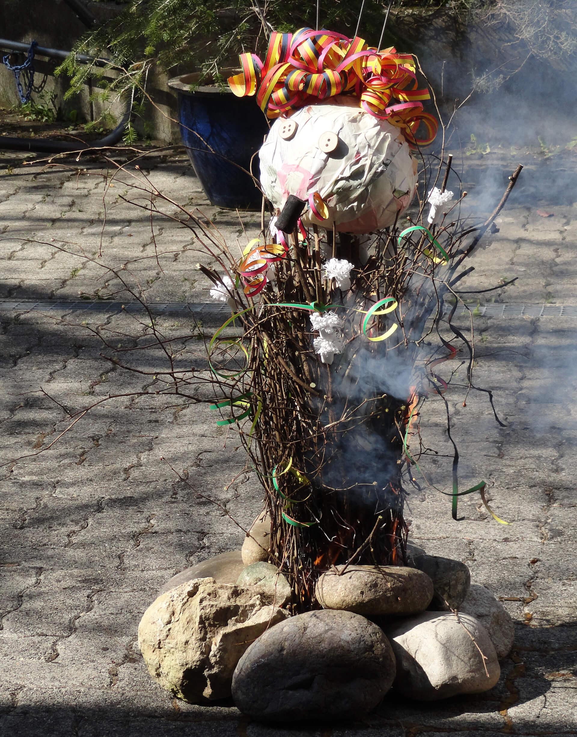 Die ersten Rauchschwaden beim Böögg 2021.