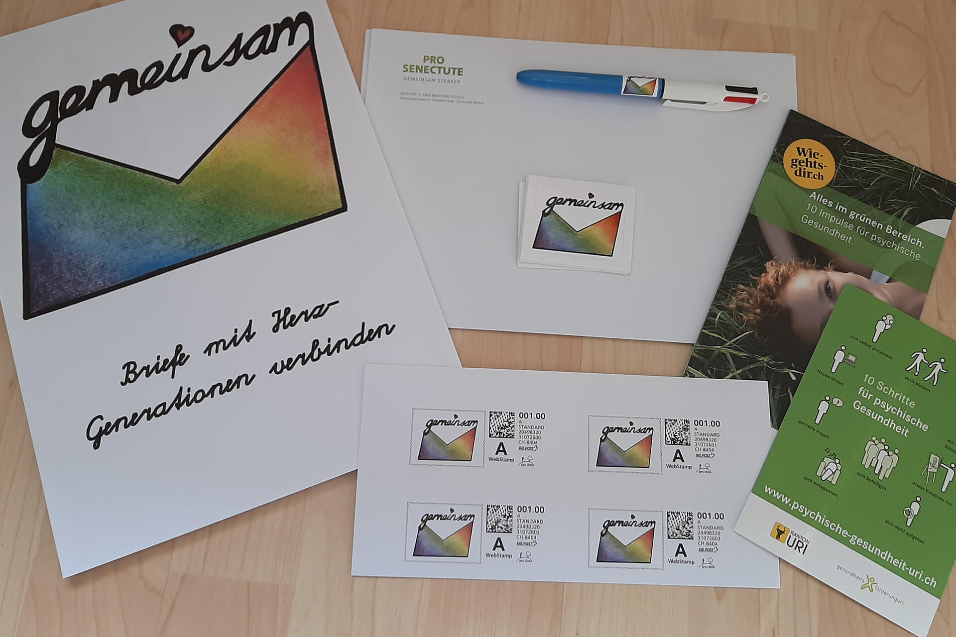 Briefpapier, Briefmarken, Stift, Umschläge: Dieses Material hat jedes Mitglied von Projekt Gemeinsam erhalten.